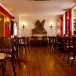 Drinnen im Restaurant Sandmann.
